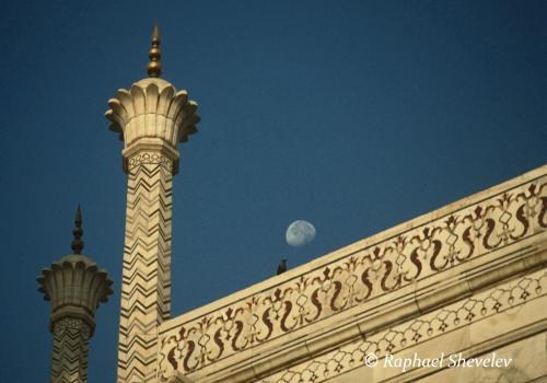 Moonrise over Taj